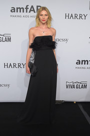 Aline Weber paired her gown with an elegant black woven-leather clutch.