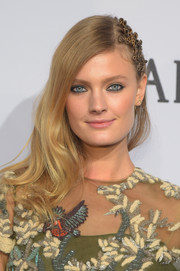 Constance Jablonski attended the amfAR New York Gala wearing a gently wavy 'do, made edgier with the addition of twisted dreadlocks on one side.