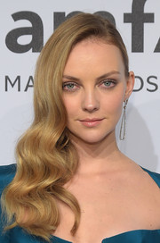 Heather Marks styled her hair with vintage waves swept to the side for the amfAR New York Gala.