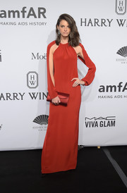 Jeisa Chiminazzo looked dramatic at the amfAR New York Gala in a red gown with split sleeves.