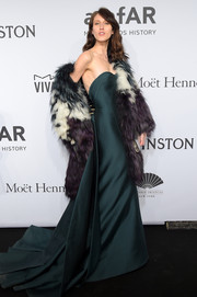 Anna Cleveland totally glammed it up in a tricolor fur coat layered over a green strapless gown at the amfAR New York Gala.