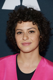 Alia Shawkat wore her signature curls at the 2016 Academy Nicholl Fellowships in Screenwriting Awards.