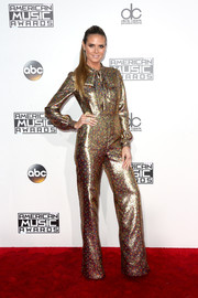 Heidi Klum went the '70s-chic route in a metallic bell-bottom jumpsuit by Wolk Morais at the 2016 AMAs.