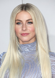 Julianne Hough looked fabulous with her sleek ice-blonde 'do at the 2016 AMAs.