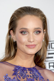 Hannah Davis opted for a simple brushed-back hairstyle when she attended the 2016 AMAs.