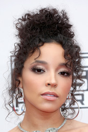 Tinashe styled her curls into a messy updo for the 2016 AMAs.
