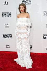 Gigi Hadid was a boho babe in a white off-the-shoulder lace gown by Roberto Cavalli at the 2016 AMAs.