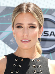 Renee Bargh opted for a simple loose ponytail when she attended the 2016 BET Awards.