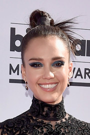 Jessica Alba amped up the punk vibe with heavy blue eyeshadow.