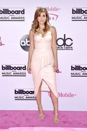 Liz Hernandez was equal parts vampy and sweet in a pale pink corset dress with a peplum waist and a front slit during the Billboard Music Awards.