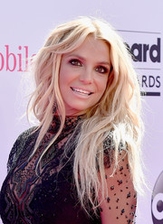 Britney Spears rocked messy blonde waves at the Billboard Music Awards.