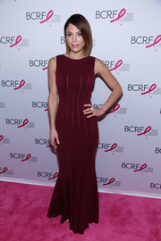 Bethenny Frankel looked very curvy in her burgundy mermaid gown at the Hot Pink Party.