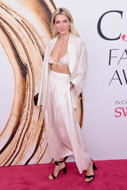Jessica Hart looked beach-ready in this white jacket, skirt, and bra combo at the 2016 CFDA Fashion Awards.