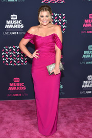 Lauren Alaina amped up elegance with a gold glitter clutch.