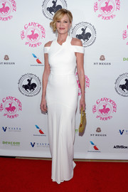 Melanie Griffith stayed on trend in a structured white cold-shoulder gown by Roland Mouret at the 2016 Carousel of Hope Ball.