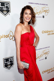 Teri Hatcher's patterned clutch and red one-shoulder dress at the Once Upon a Time Gala were a divine pairing!