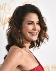 Teri Hatcher attended the Once Upon a Time Gala wearing her hair in messy-glam waves.