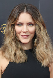 Katharine McPhee framed her face with ombre waves for the 2016 Creative Arts Emmy Awards.