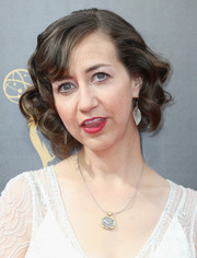 Kristen Schaal attended the 2016 Creative Arts Emmy Awards wearing a vintage-inspired curly bob.