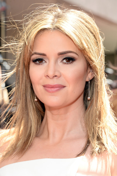 Carly Steel opted for a straight center-parted hairstyle when she attended the 2016 Daytime Emmy Awards.