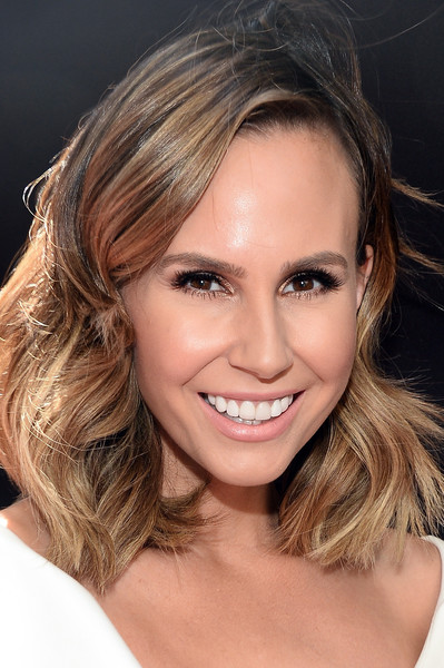 Keltie Knight attended the 2016 Daytime Emmy Awards wearing her hair in a wavy shoulder-length style.