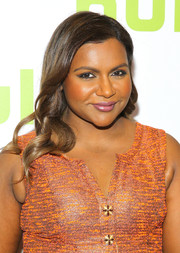Mindy Kaling complemented her dress with glossy pink lipstick.