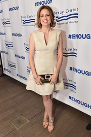 Jenna Fischer accessorized with an ultra-chic gold clutch with buckle detailing.