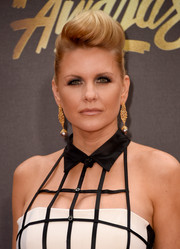 Carrie Keagan styled her hair into a perfectly sculpted pompadour for the MTV Movie Awards.