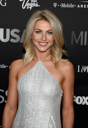 Julianne Hough was gorgeously coiffed with this shoulder-length wavy 'do at the 2016 Miss USA competition.