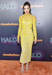 Hailee Steinfeld made a spirited choice with this geometric-beaded yellow frock by J. Mendel Couture for the 2016 HALO Awards.