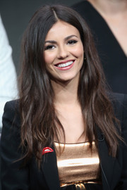 Victoria Justice wore her tresses loose with barely-there waves at the 2016 Summer TCA Tour.