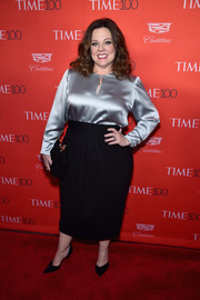 Melissa McCarthy chose a basic black pencil skirt to complete her outfit.