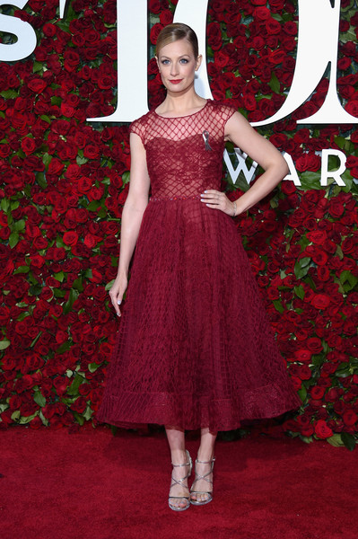 Beth Behrs tony awards 2016