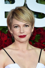 Michelle Williams chose a sexy red hue for her lips.
