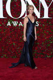 Claire Danes looked simply stunning in a paneled navy slip dress by Narciso Rodriguez at the 2016 Tony Awards.