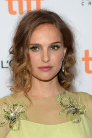 Natalie Portman played up her lovely eyes with some jewel-tone shadow.