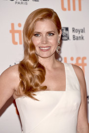 Amy Adams looked like an Old Hollywood star with her curly side sweep at the TIFF premiere of 'Nocturnal Animals.'