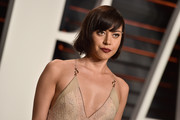 Aubrey Plaza kept it casual with this short cut with bangs at the 2016 Vanity Fair Oscar party.