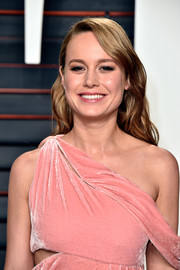 Brie Larson sported a sweet wavy 'do at the Vanity Fair Oscar party.