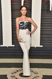 Kate Beckinsale amped up the elegance with a white satin bow clutch.