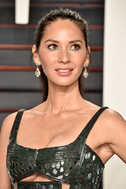 Olivia Munn rocked a messy ponytail at the Vanity Fair Oscar party.