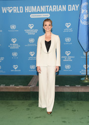 Natalie Dormer went all business in a white Max Mara pantsuit for the 2016 World Humanitarian Day: One Humanity event.