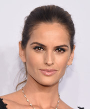 Izabel Goulart wore a classic and elegant bun at the amfAR New York Gala.