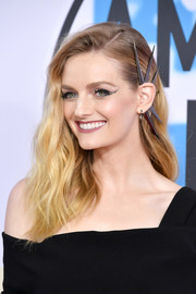 Lydia Hearst attended the 2017 American Music Awards wearing her hair in half-pinned waves.
