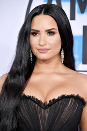 For her beauty look, Demi Lovato paired matte pink lipstick with neutral eyeshadow.