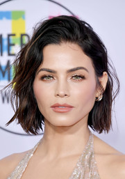 Jenna Dewan-Tatum looked edgy-glam with her mussed-up bob at the 2017 American Music Awards.