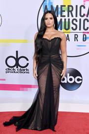 Demi Lovato cut a curvy figure in this ruched strapless gown by Ester Abner at the 2017 American Music Awards.