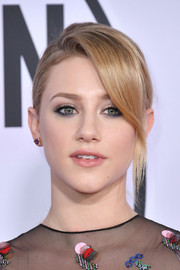 Lili Reinhart sported a casual yet stylish ponytail with side-swept bangs at the 2017 American Music Awards.