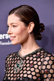 Jessica Biel looked elegant with her partially braided chignon at the 2017 Baby2Baby Gala.