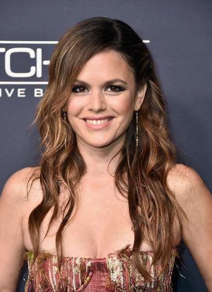 Rachel Bilson went for messy-glam waves when she attended the 2017 Baby2Baby Gala.